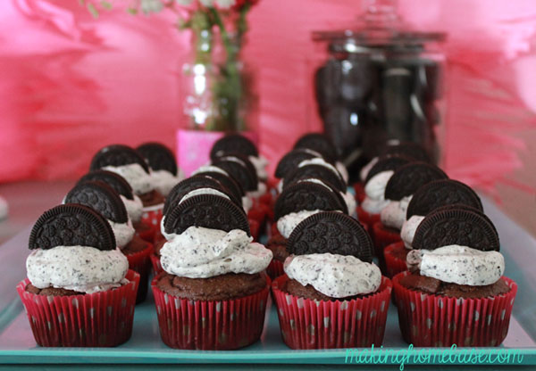 Sweet and Delicious Cookies and Cream Frosting