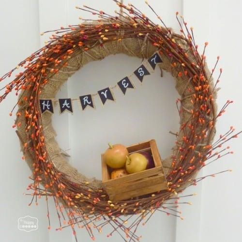 1Fall-Apple-Harvest-Wreath-with-DIY-Mini-Chalkboard-Burlap-Bunting-at-thehappyhousie-1024x1024