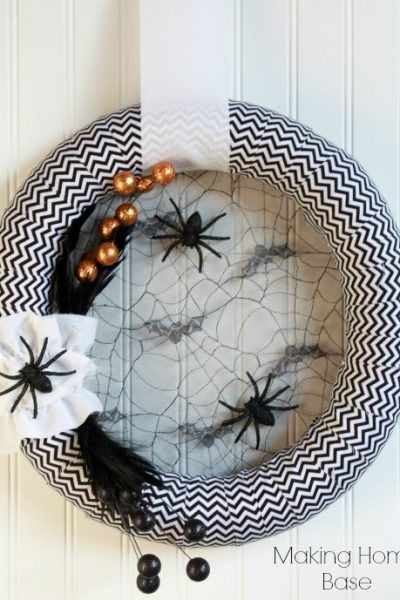 Eek! Creepy Crawly Halloween Wreath