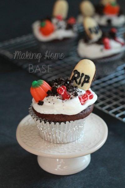Graveyard Halloween Cupcakes