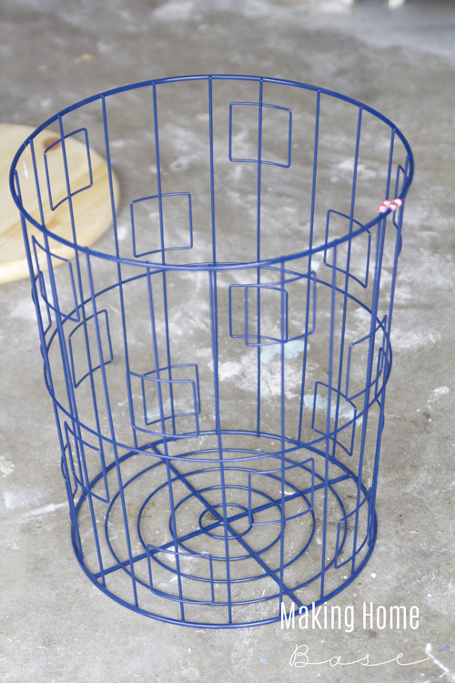 Very best DIY Accent Table From A Wire Laundry Basket AT89