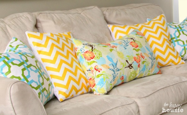 DIY-Envelope-Lumbar-Pillow-spring-pillow-at-The-Happy-Housie