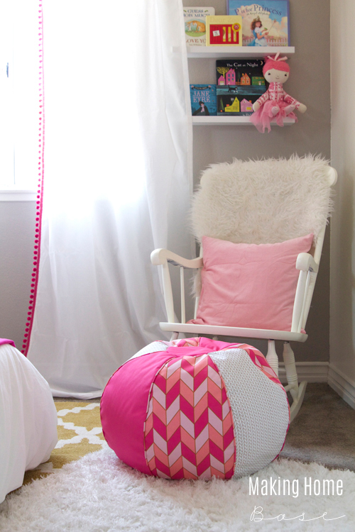Small Bedroom Ideas For Girl Part - 48: Decorating A Small Bedroom For A Little Girl