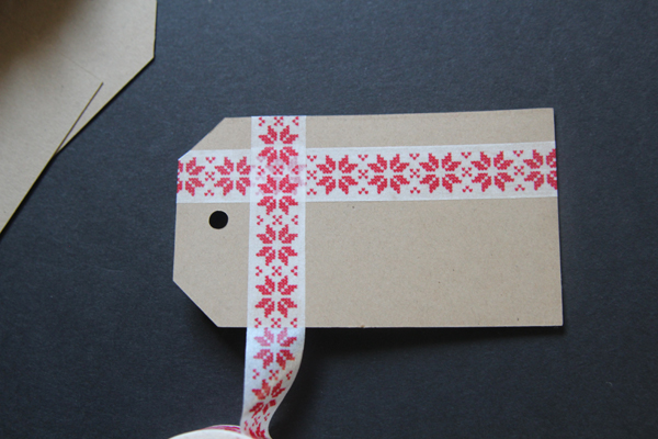 DIY Washi Tape Gift Tags on { lilluna.com } Cute and inexpensive tags that are perfect for any gift!!
