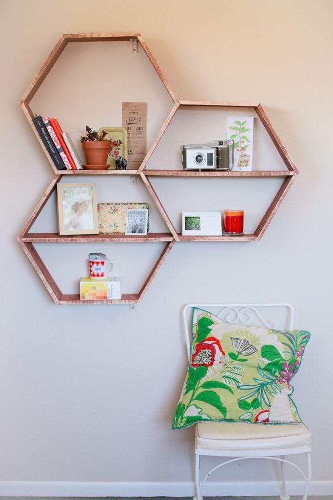 Triangle shelves rustic : Diy honeycomb shelves