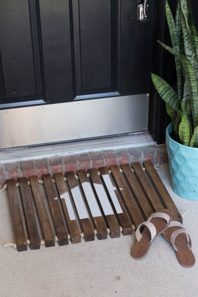 DIY Wooden Stenciled DoormatDIY Wooden Stenciled Doormat