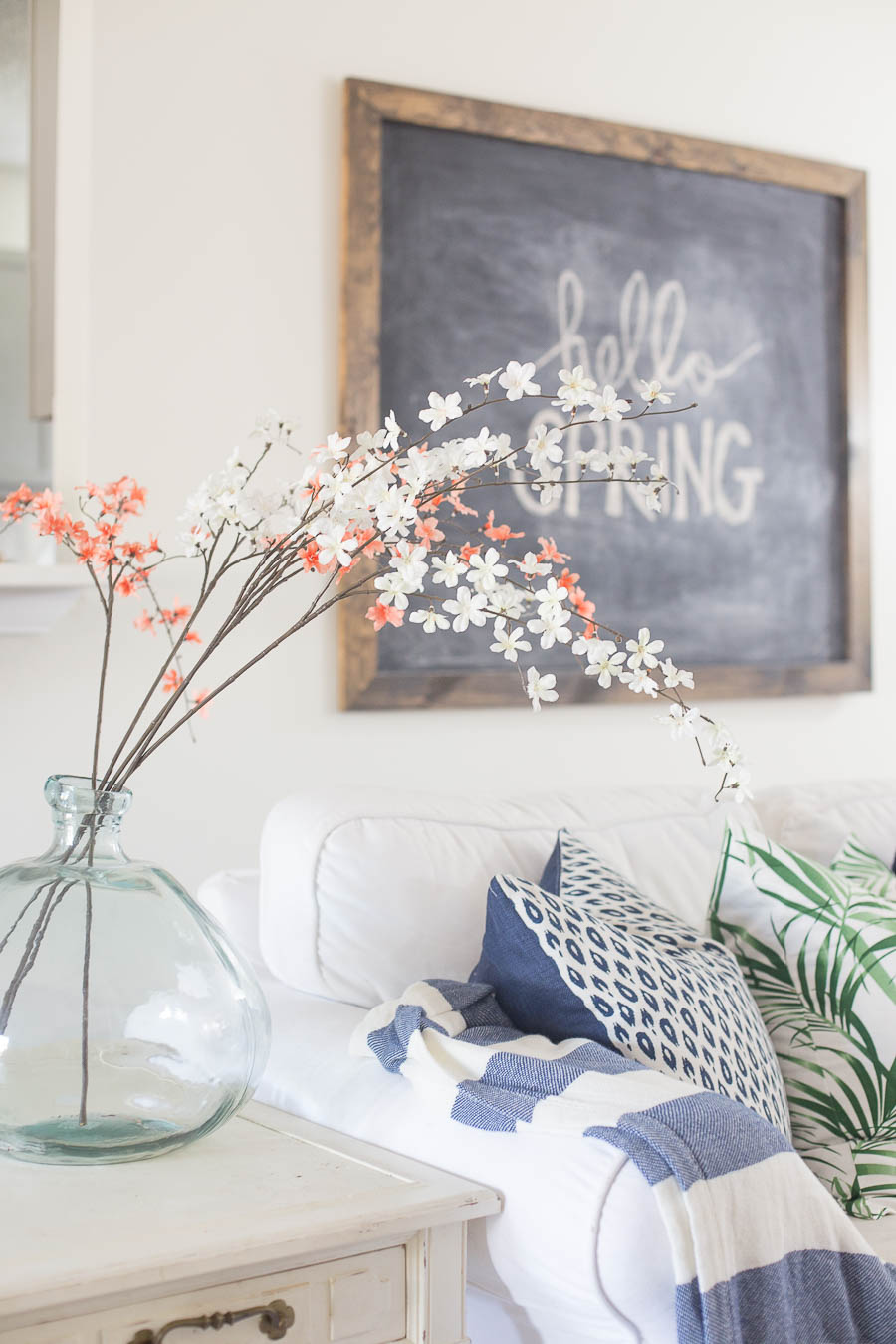 Spring Decorating Ideas: Living Room Spring Decorating