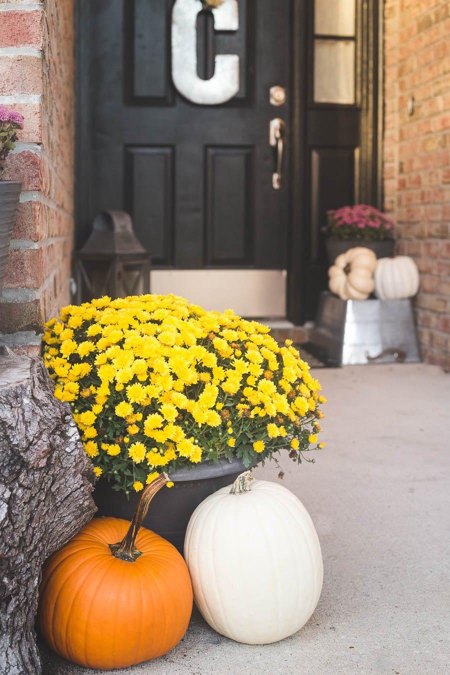 easy-5-minute-fall-porch-decor-3