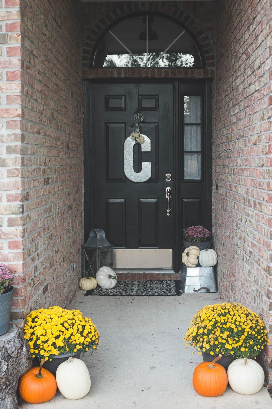 easy-5-minute-fall-porch-decor-5
