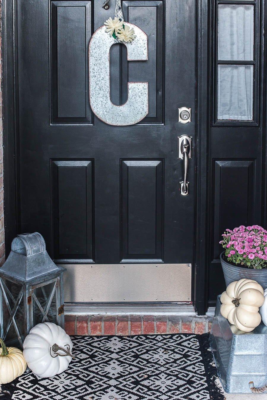 easy-5-minute-fall-porch-decor-9