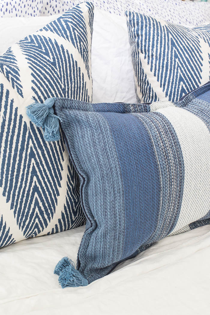 How to make the easiest pillow ever! No cutting, measuring, or zippers. DIY Placemat Pillow tutorial