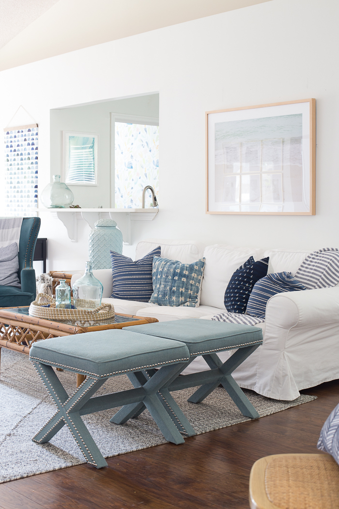 Painting Your Living Room White - Tips on picking the perfect white paint for your space