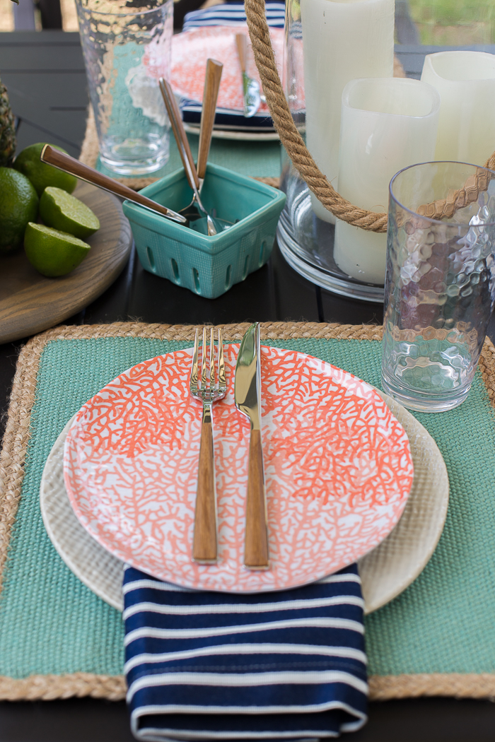 Coastal inspired outdoor tablescape - perfect for summer