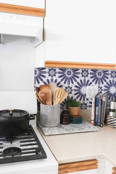 How to Install a Faux Backsplash in the Kitchen