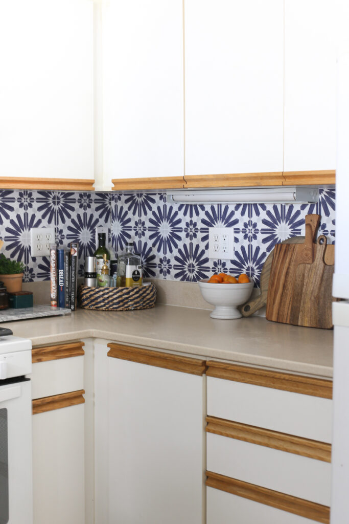 Beautiful Kitchen Backsplash - it's FAUX. How to install a peel and stick backsplash. Great for renters!